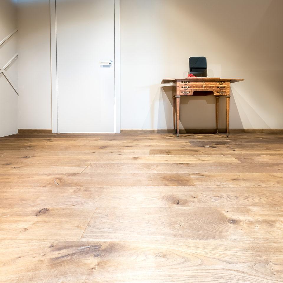 Rustikal gemasertes Parkett bei marx Holzhandel | Ausstellung Boden und Parkett | in Neuried bei Achern
