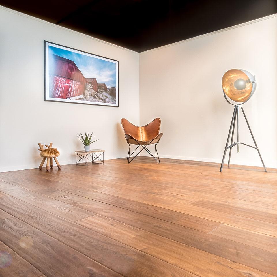 Dunkle Landhausdielen | marx Holzhandel Bodenausstellung | in Neuried nahe Achern und Straßburg