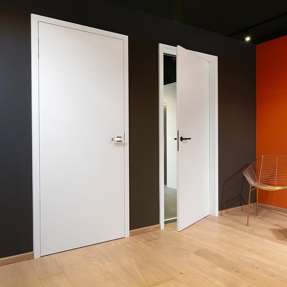 marx Holzhandel | Exposition avec porte en laque blanche | à Neuried près de Lahr et Kehl