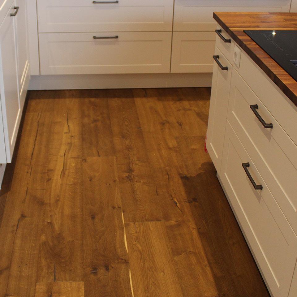 Landhausdiele in der Küche | marx Holzhandel | Neuried bei Kehl