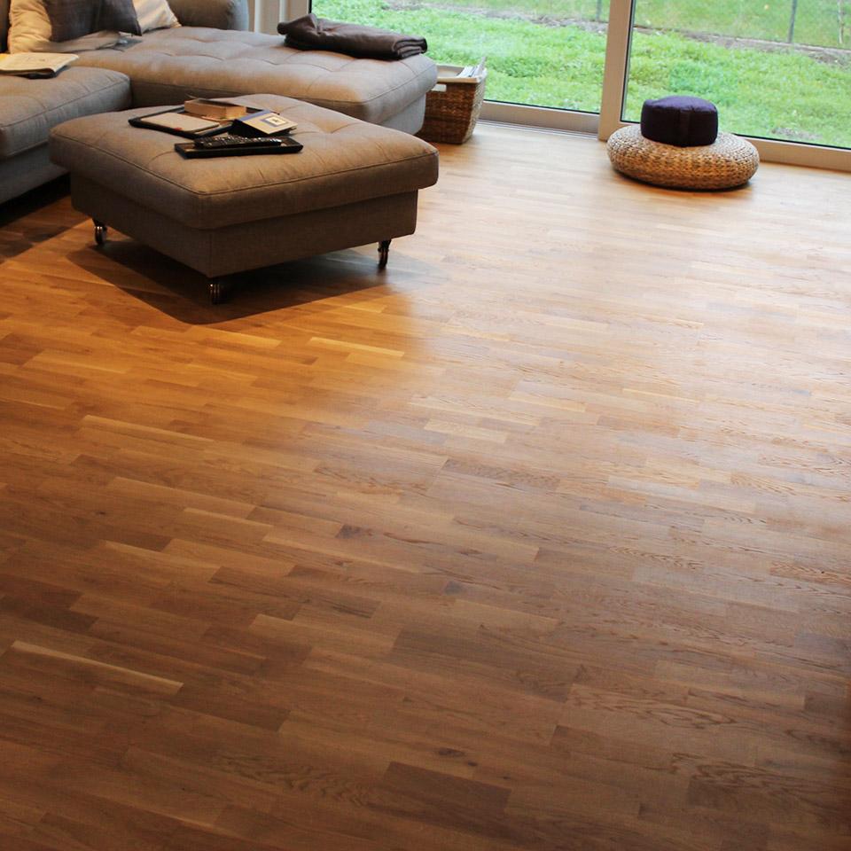 marx Holzhandel | Referenzen | Treppe Parkett Boden Wohnzimmer | Neuried bei Offenburg