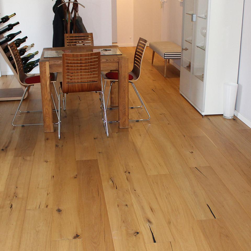 Gealtertes Manufaktur-Parkett im Esszimmer | Referenzen | marx Holzhandel bei Offenburg
