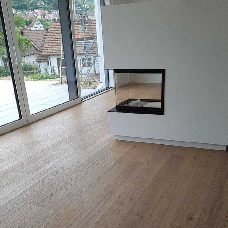 Holz und Glas | Parkett um Kamin | marx Holzhandel in Neuried-Altenheim