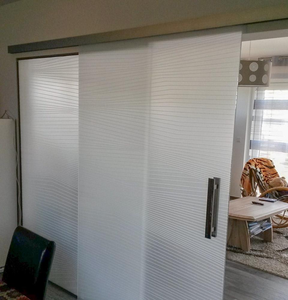 Porte coulissante en verre moderne