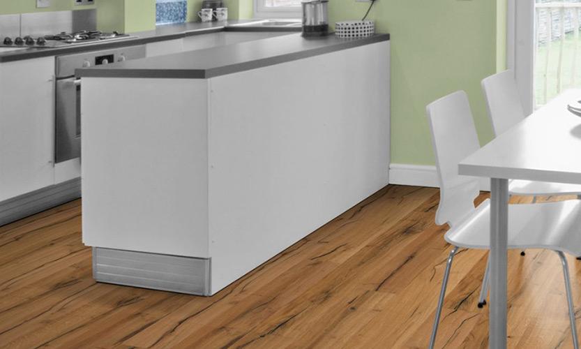 Parkett verlegen in der Küche | 3-Schicht Landhausdiele | marx Holzhandel