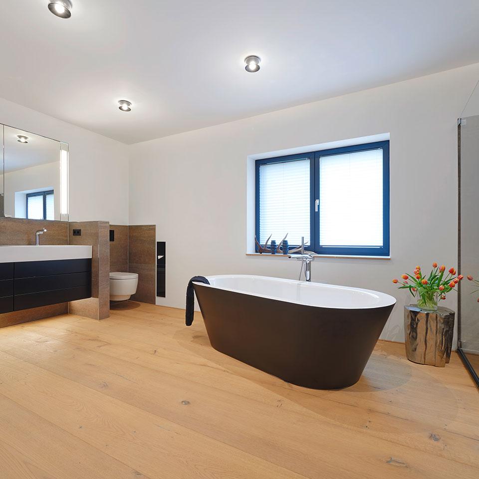 Salle de bains, parquet en longueur de pièce | Haus Simonswald | marx Le bois. Le design.