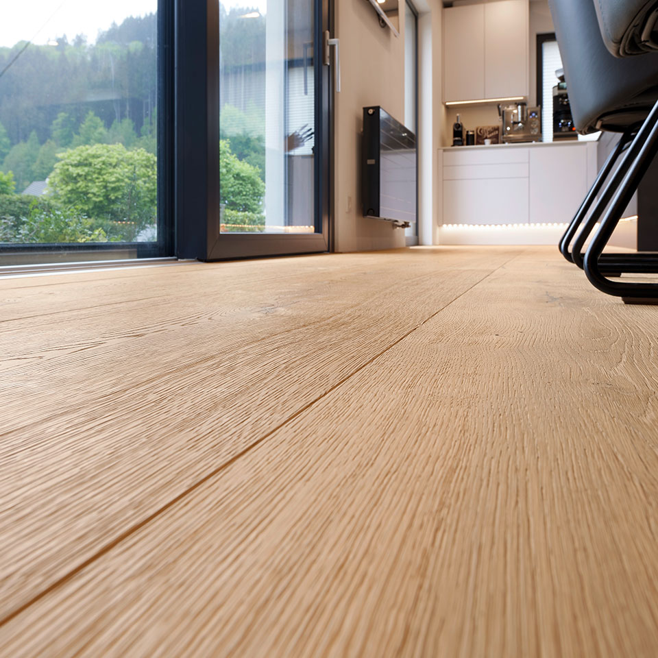 Raumlange Parkettdielen, Wohnküche | Haus Simonswald | marx Holzhandel