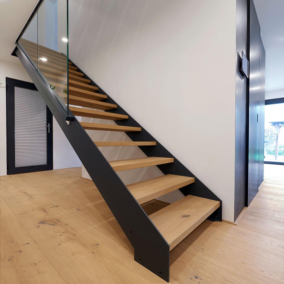 Planches de parquet en longueur de pièce, escaliers | Haus Simonswald | marx Le bois. Le design.