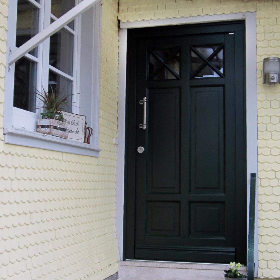 Photo de référence porte d'entrée en vert sapin élégant de marx Holzhandel