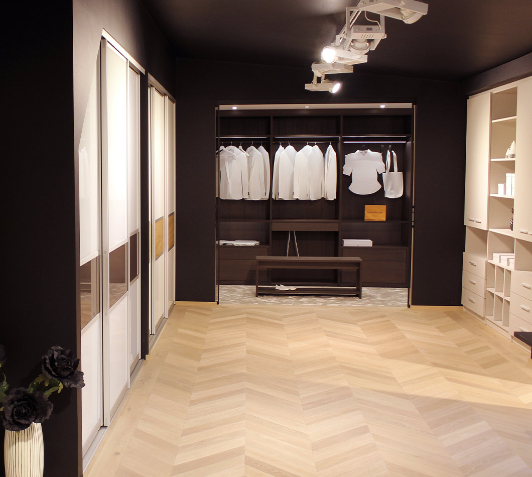 Penderie dans l'exposition de design de marx Design en bois