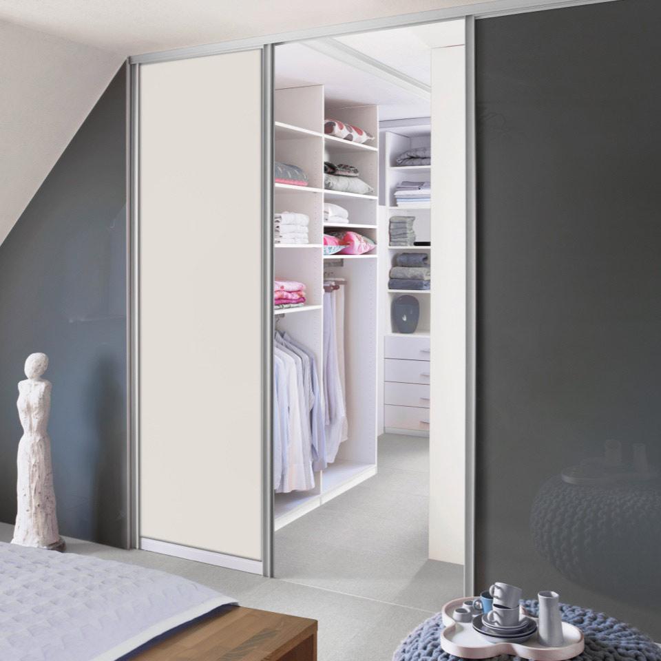 Schränke mit Funktion: Raumteiler im Schlafzimmer | marx Design in Holz